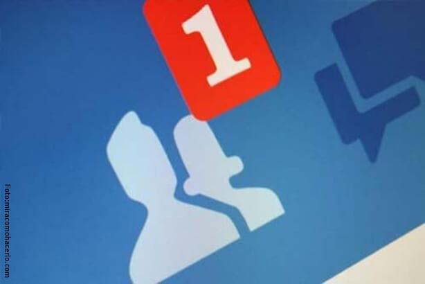 Notificación de solicitud de amistad en redes sociales