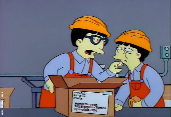 Episodio 21 de Los Simpsons, en donde se muestran tabajadores de la planta china con virus.