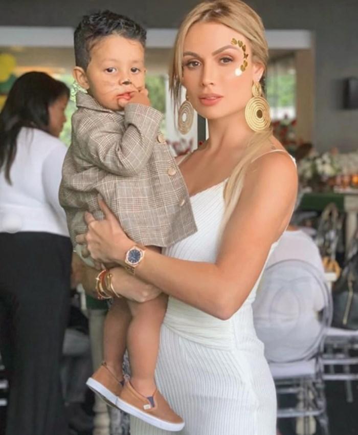Sara Uribe y su hijo