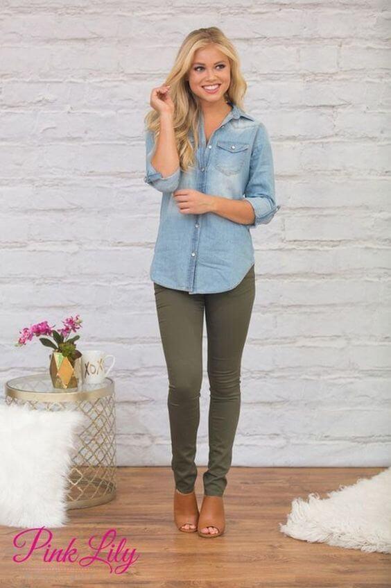 Foto de una chica con esta prenda y camisa denim