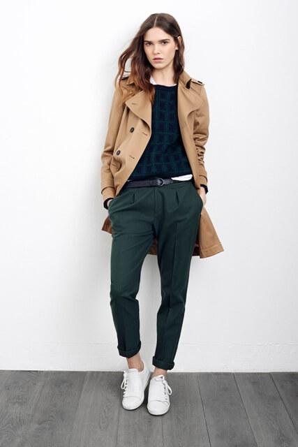 Foto de una chica con esta prenda y gabardina beige