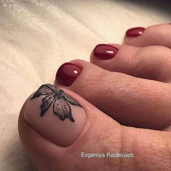 Foto de pedicure color vinotinto