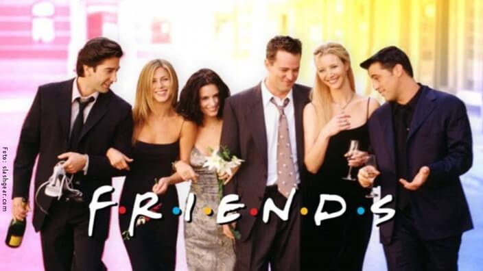 Fotografía de los protagonistas de Friends con logo de la serie.