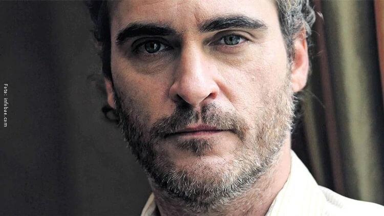 Fotografía del actor Joaquin Phoenix en primer plano.