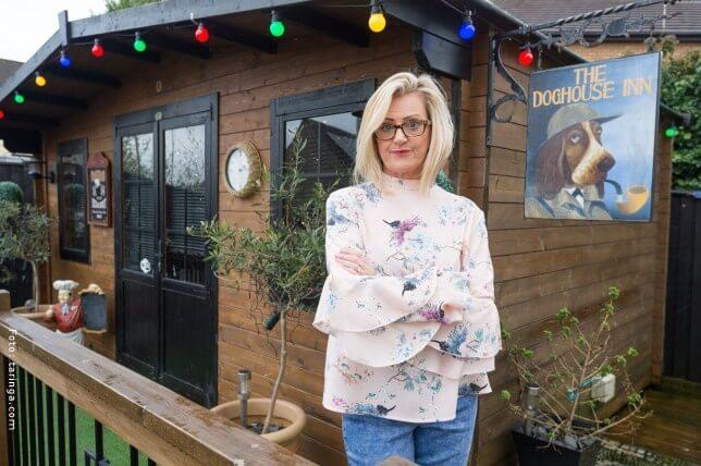 Jayne Tapper, mujer que construyó un bar a su esposo.