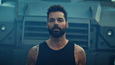 Ricky Martin presenta Tiburones, una canción de amor y paz