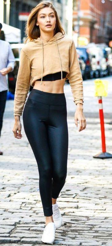 Foto de chica con outfit deportivo