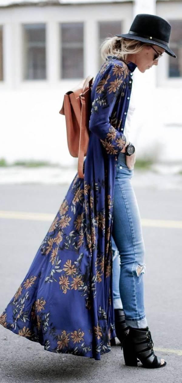 Foto de una chica combinando esta prenda con jeans
