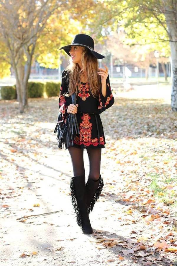 Foto de chica usando esta prenda con sombrero y botas con flecos