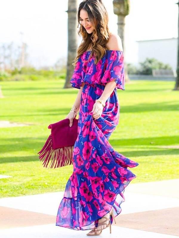 Foto de chica usando uno de estos vestidos hippies de color violeta con rosado