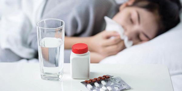 Foto de mujer con gripa, una de las consecuencias del estrés
