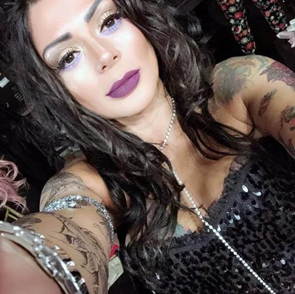 Foto de esta famosa que le critican por exceso de maquillaje