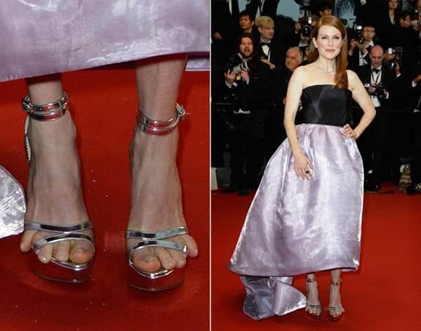 Foto de la actriz Julianne Moore con unos tacones de una talla más pequeña