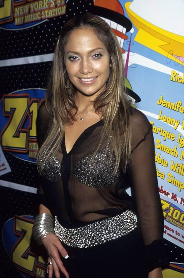 Foto de Jennifer Lopez con una pinta que demuestra qué estaba de moda en el 2000