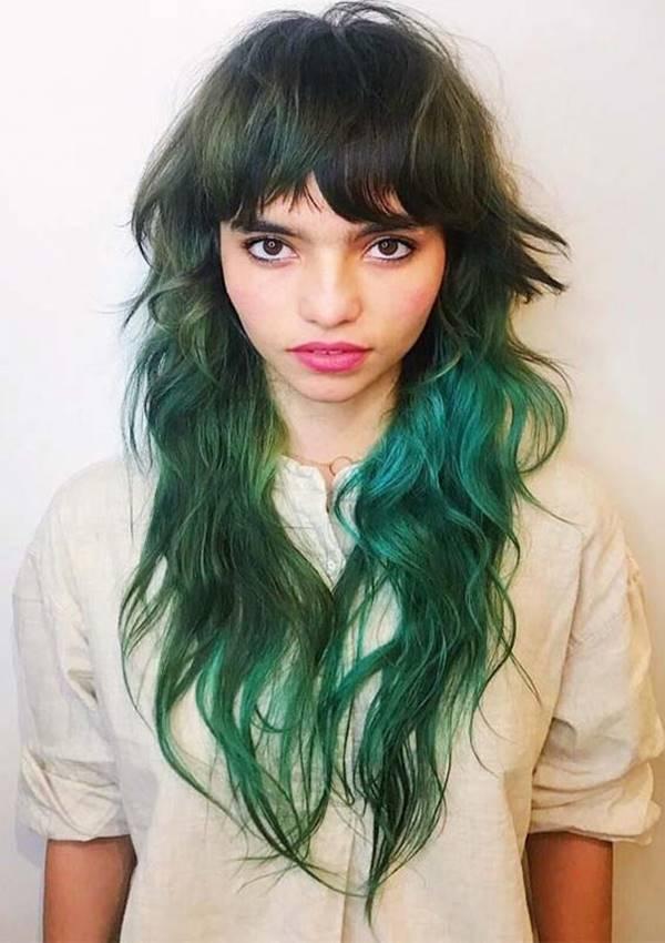 Foto de chica con este corte y pelo pintado de verde