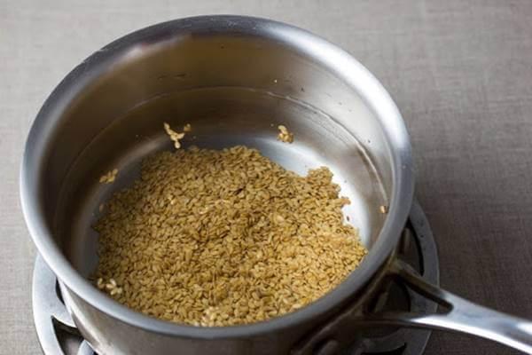 Foto de semillas de lino en una olla
