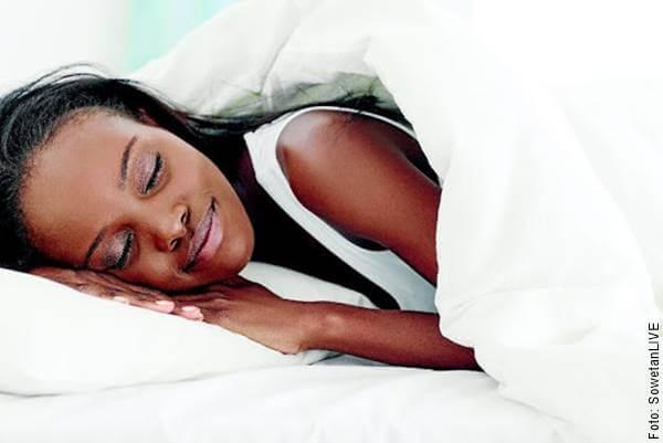 Foto de mujer dormida en temas para hablar con tu pareja a distancia