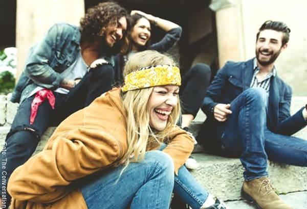 Foto de un grupo de amigos felices