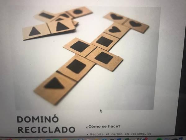 Foto de un dominó reciclado