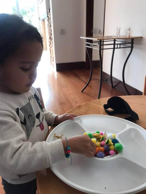 Foto de actividades en casa para niños por Karen Vinasco