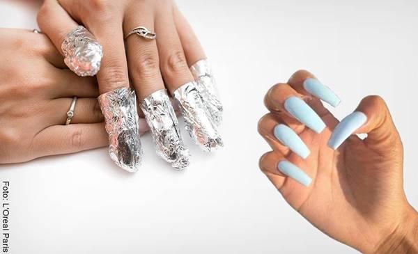 Foto de manos, una de ellas con los dedos envueltos en papel aluminio para ilustrar cómo quitar las uñas acrílicas fácil y rápido en casa