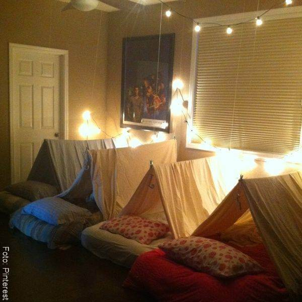 Foto de colchonetas para acampar dentro de casa