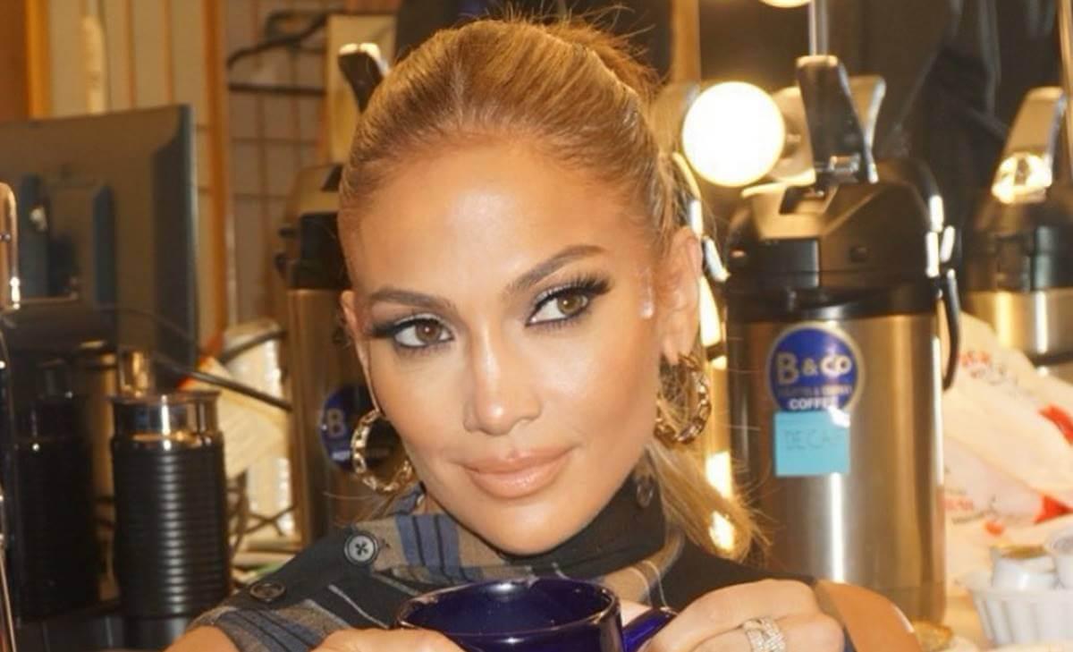 Jennifer Lopez es demandada por foto de ella misma