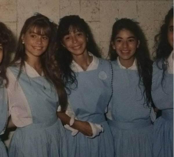 Foto de Sofía Vergara joven, en su época de colegiala