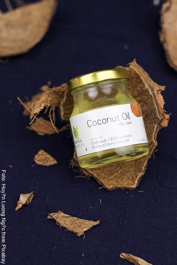 Foto de un frasco con aceite de coco