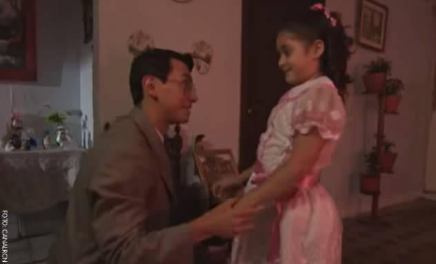 Juan Manuel Vesga interpretando al papá de Marbelle