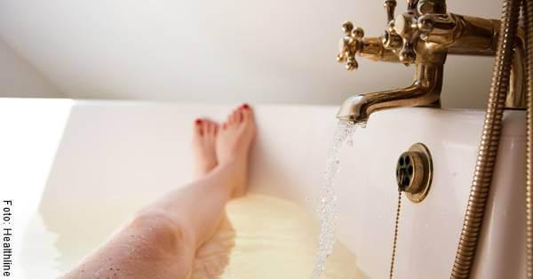 Foto de una mujer en una tina