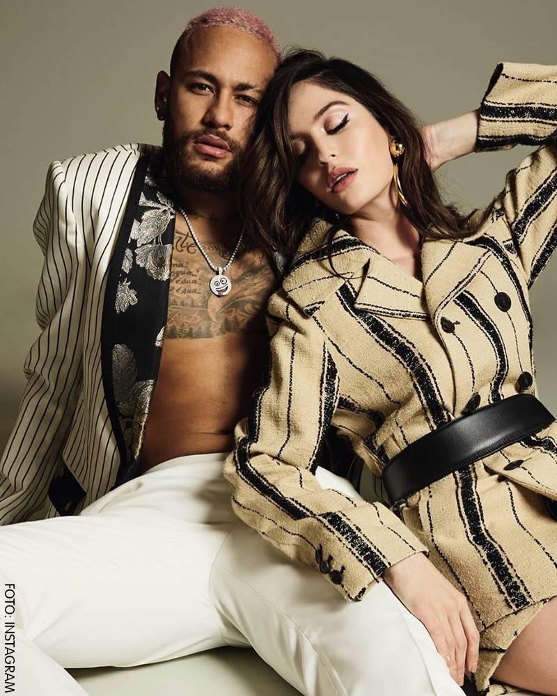 Natalia y Neymar posando para CQ Rusia muy sexy