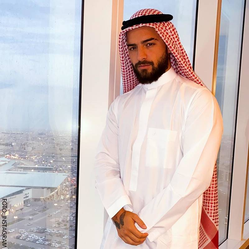 Maluma con vestimenta árabe