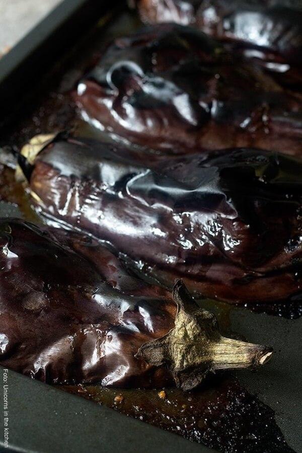 Foto de berenjenas enteras sacadas del horno