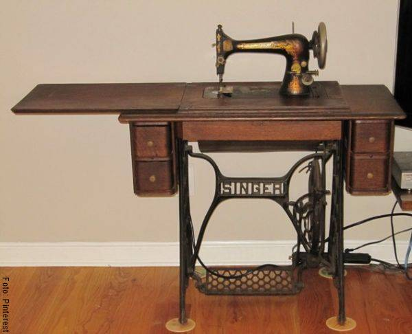 Foto de una máquina de coser antigua