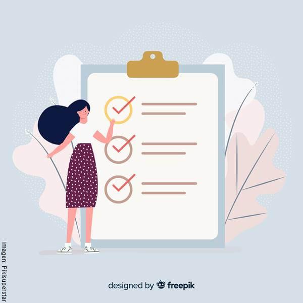 Imagen de una mujer junto a una lista de metas