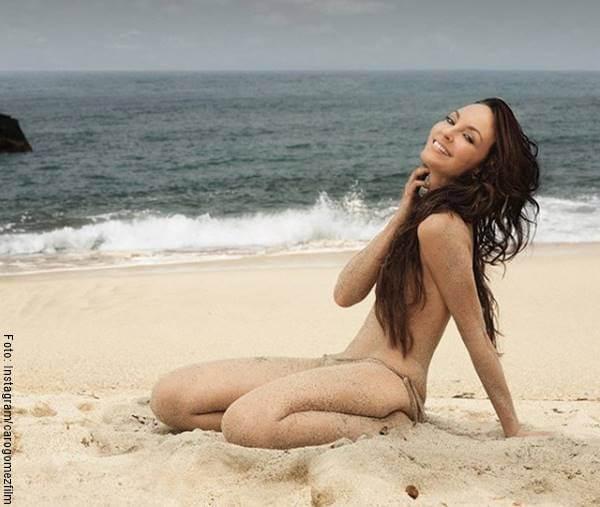 Foto de Caro Gómez en la playa