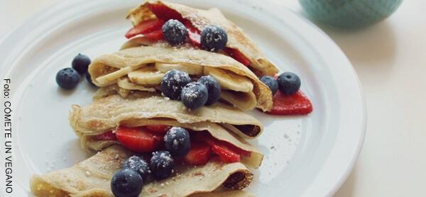 Foto de cuatro crepes con harina integral para el desayuno
