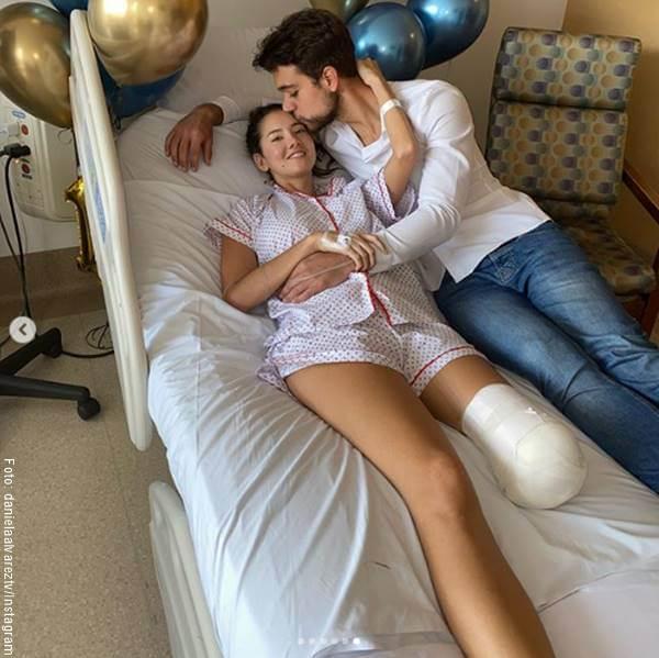 Foto de Daniella Álvarez y su familia en el hospital tras su amputación de pierna
