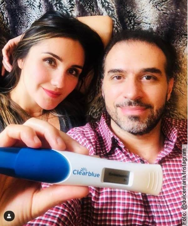 Foto de Dulce María y su esposo Paco