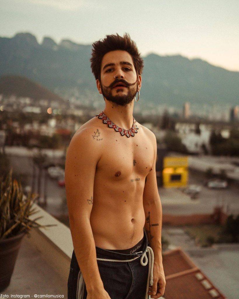 Foto de Camilo antes de ejercitar su abdomen