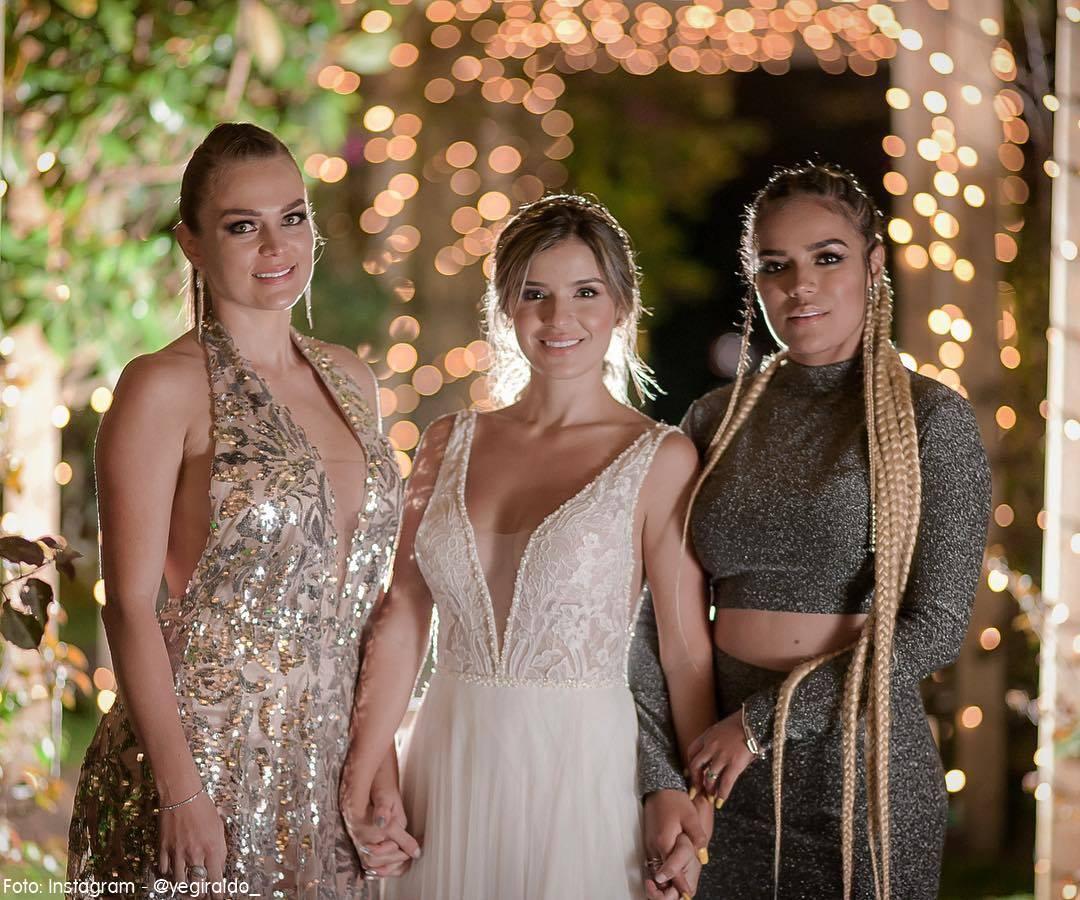 Karol G y Veronica en el matrimonio de su hermana Jessica
