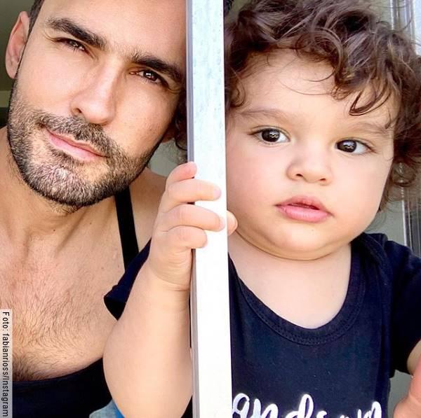 Foto de Fabián Ríos y uno de sus hijos, uno de los papás famosos más guapos