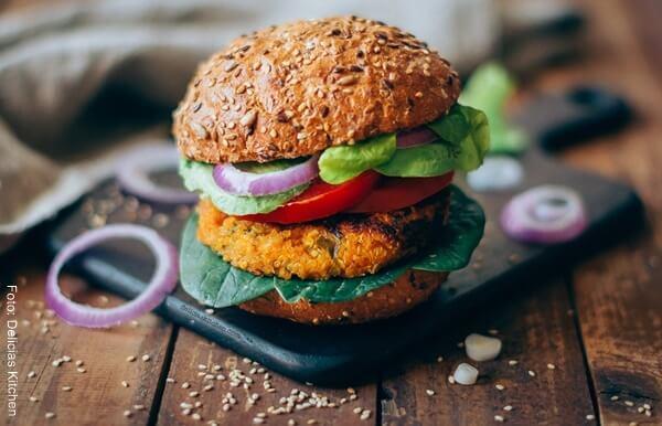 Foto de una hamburguesa de quinua