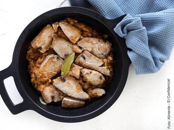Foto de atún cocinado en una olla
