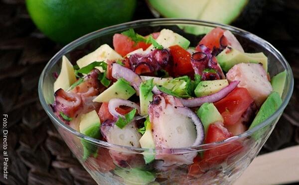 Foto de una receta de ensalada de pulpo, un plato con tinte español