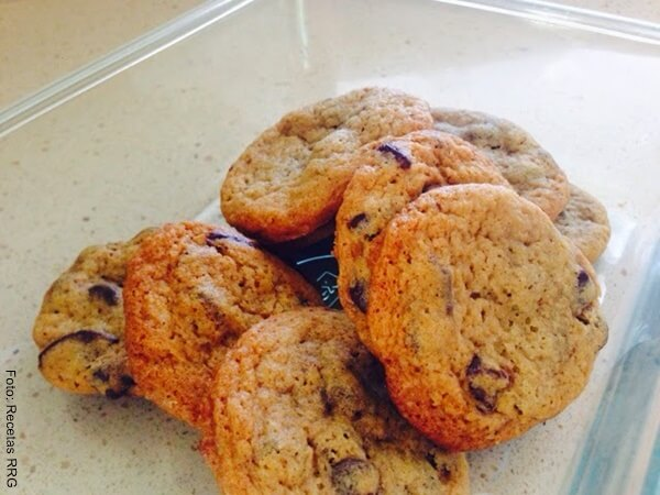 Foto de algunas galletas de avena con chips de chocolate