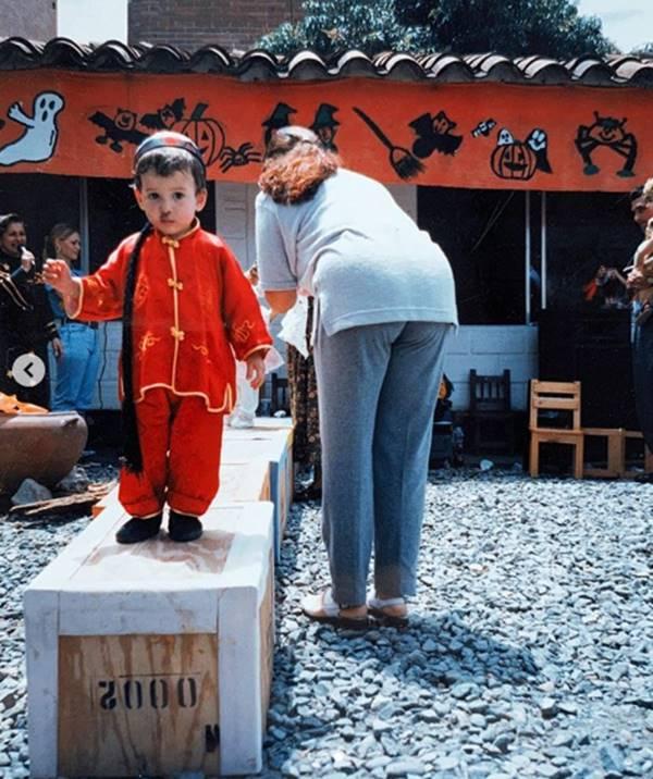 Foto de Yatra cuando era un niño muy pequeño de preescolar