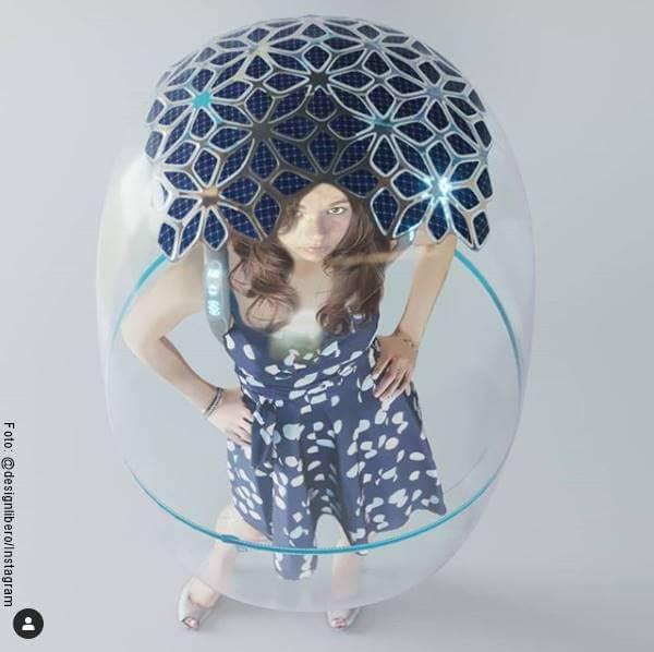 Foto de una chica dentro de una burbuja