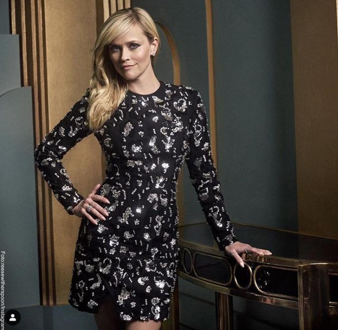 Foto: Reese Witherspoon con unos de los 11 vestidos divinos para mujeres bajitas